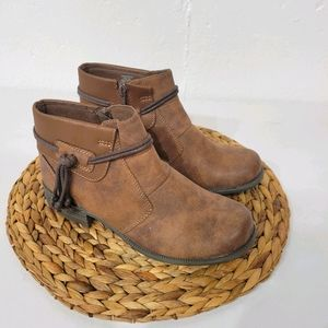 NWOT Earth Spirit Brown Ankle Bootie